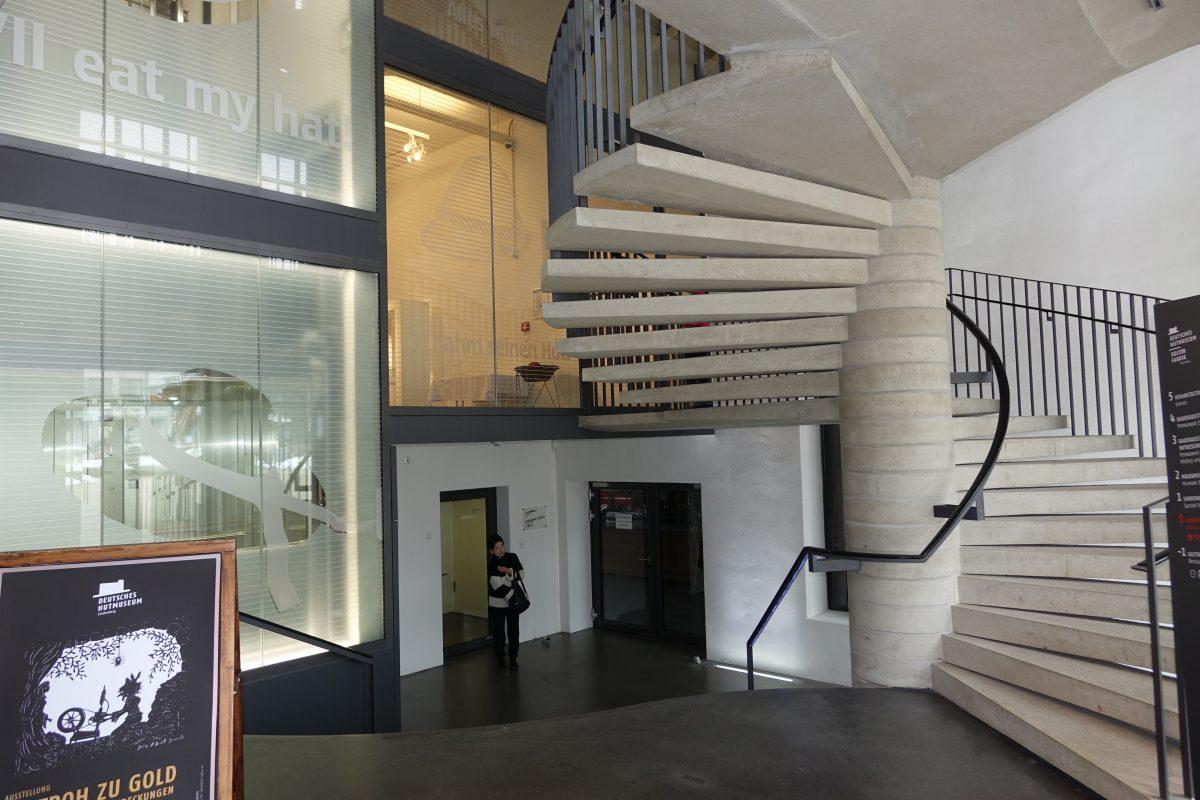 1F Floor らせん階段