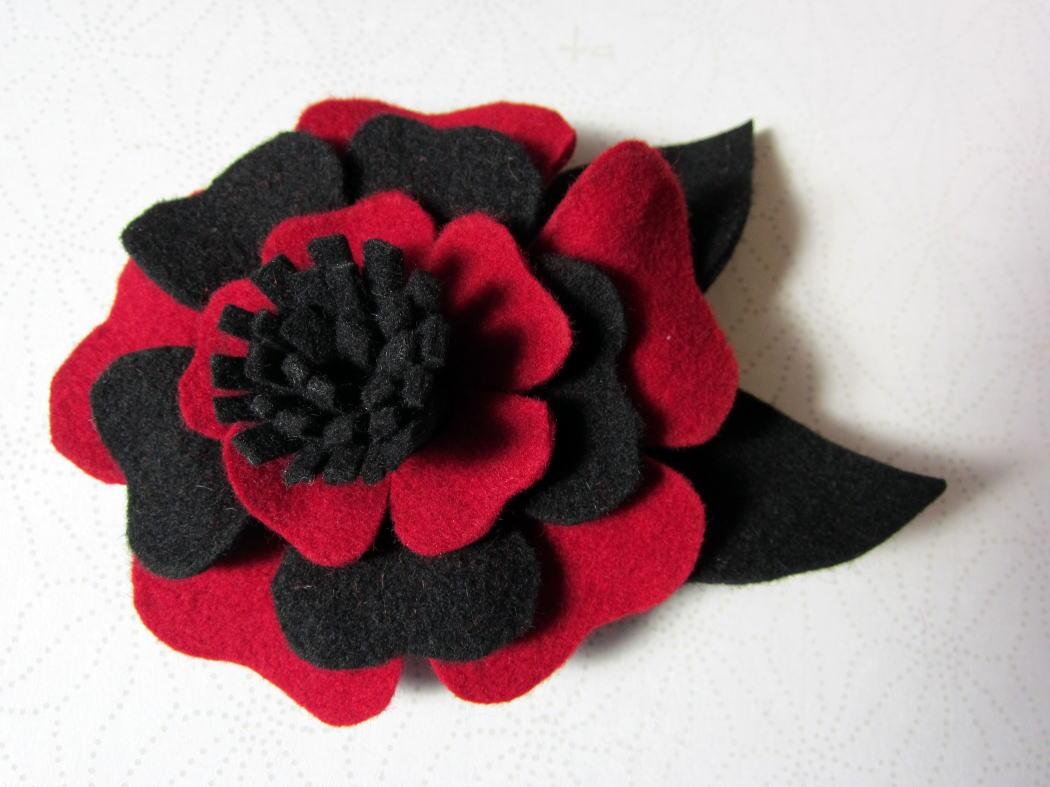 フェルト素材で簡単に作る花
