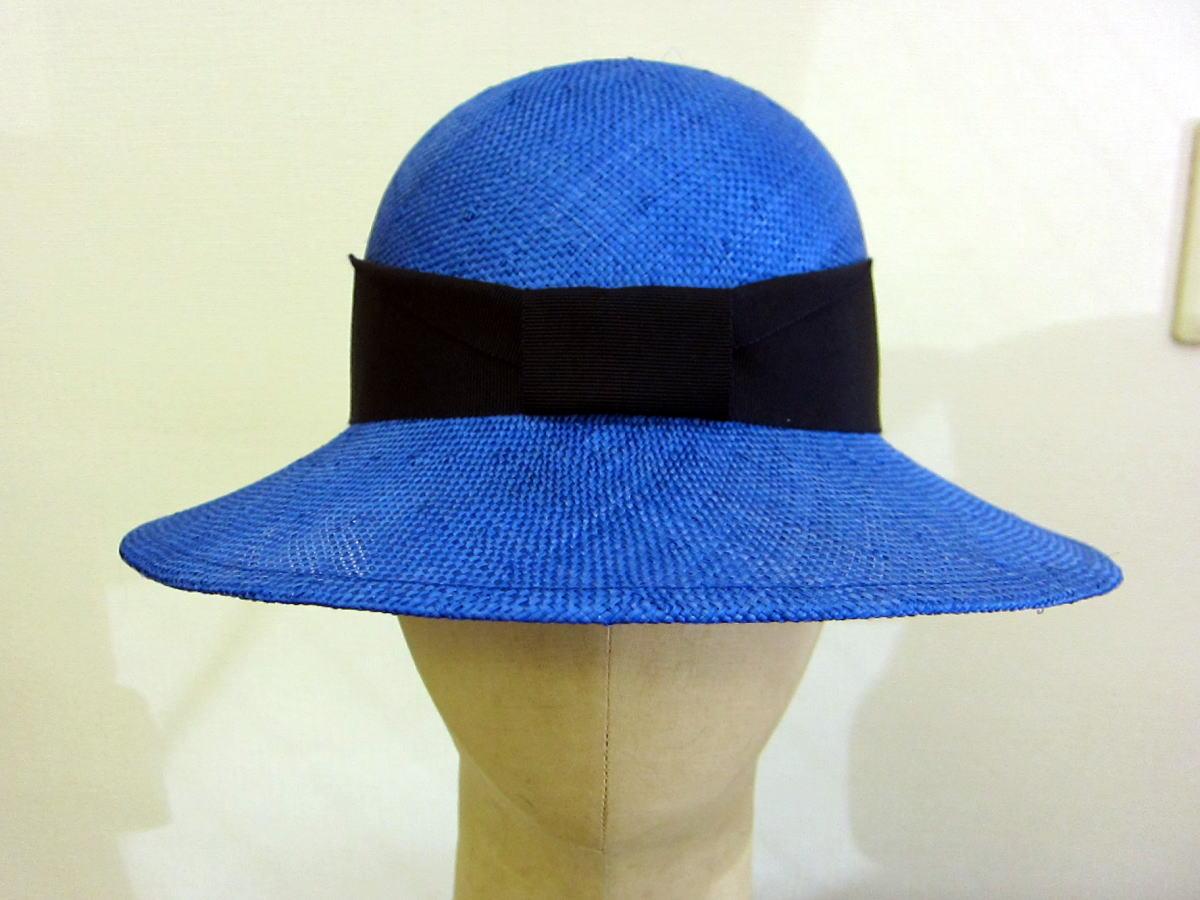ツバ広帽子