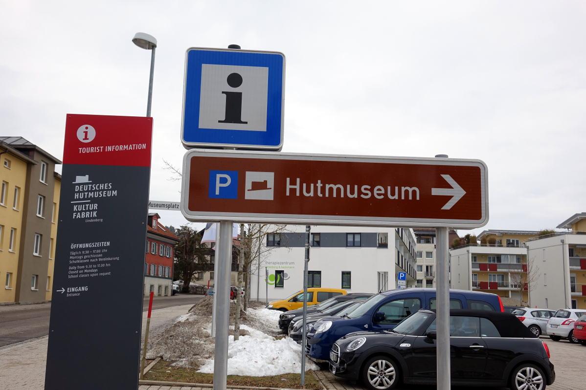 ドイツ帽子博物館案内標識