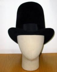 黒フェルトの山高帽