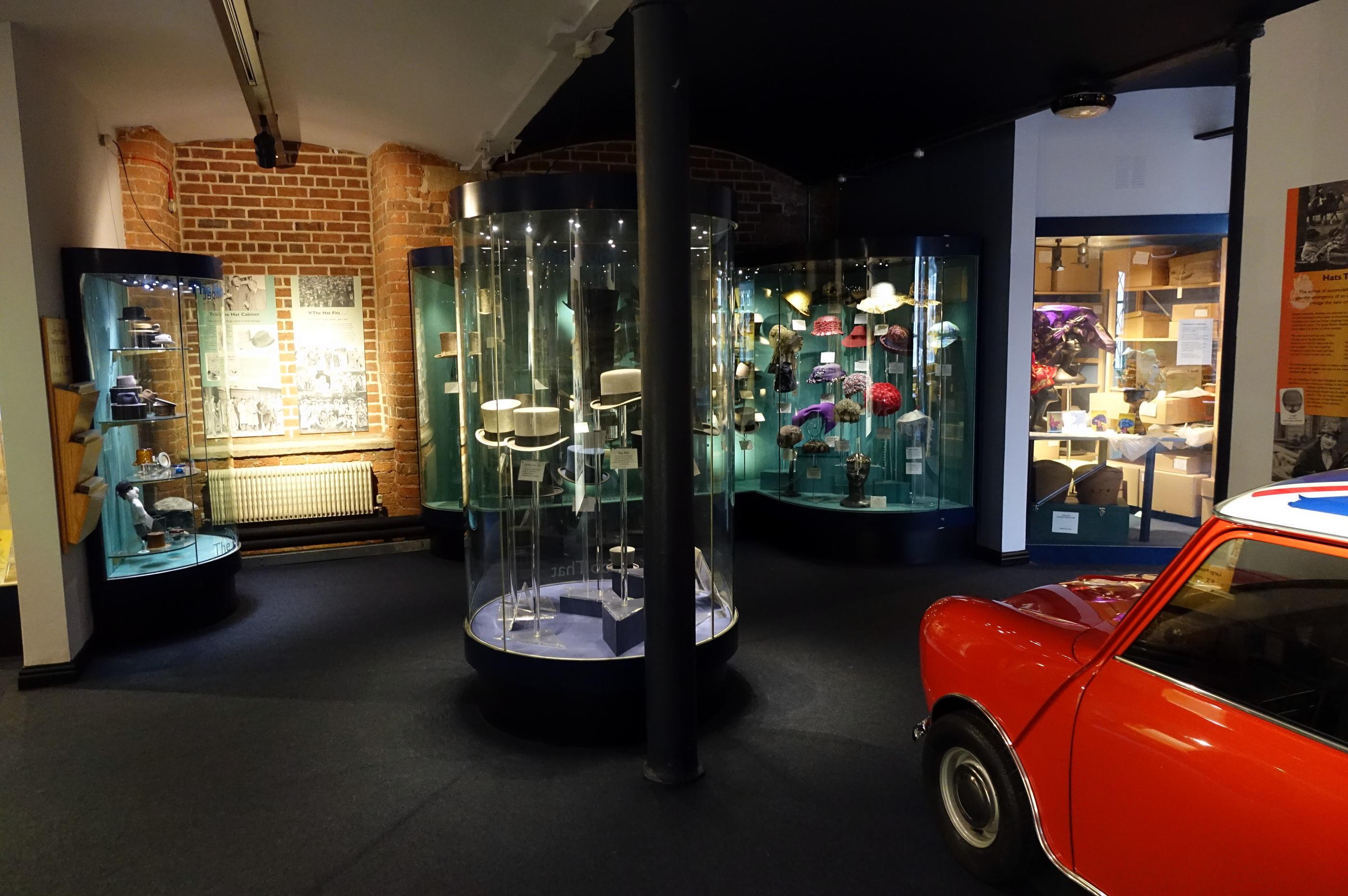 Hat disprey corner 英国 ミニ(MINI)車の展示