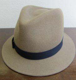 帽子 小ぶりな中折れ型