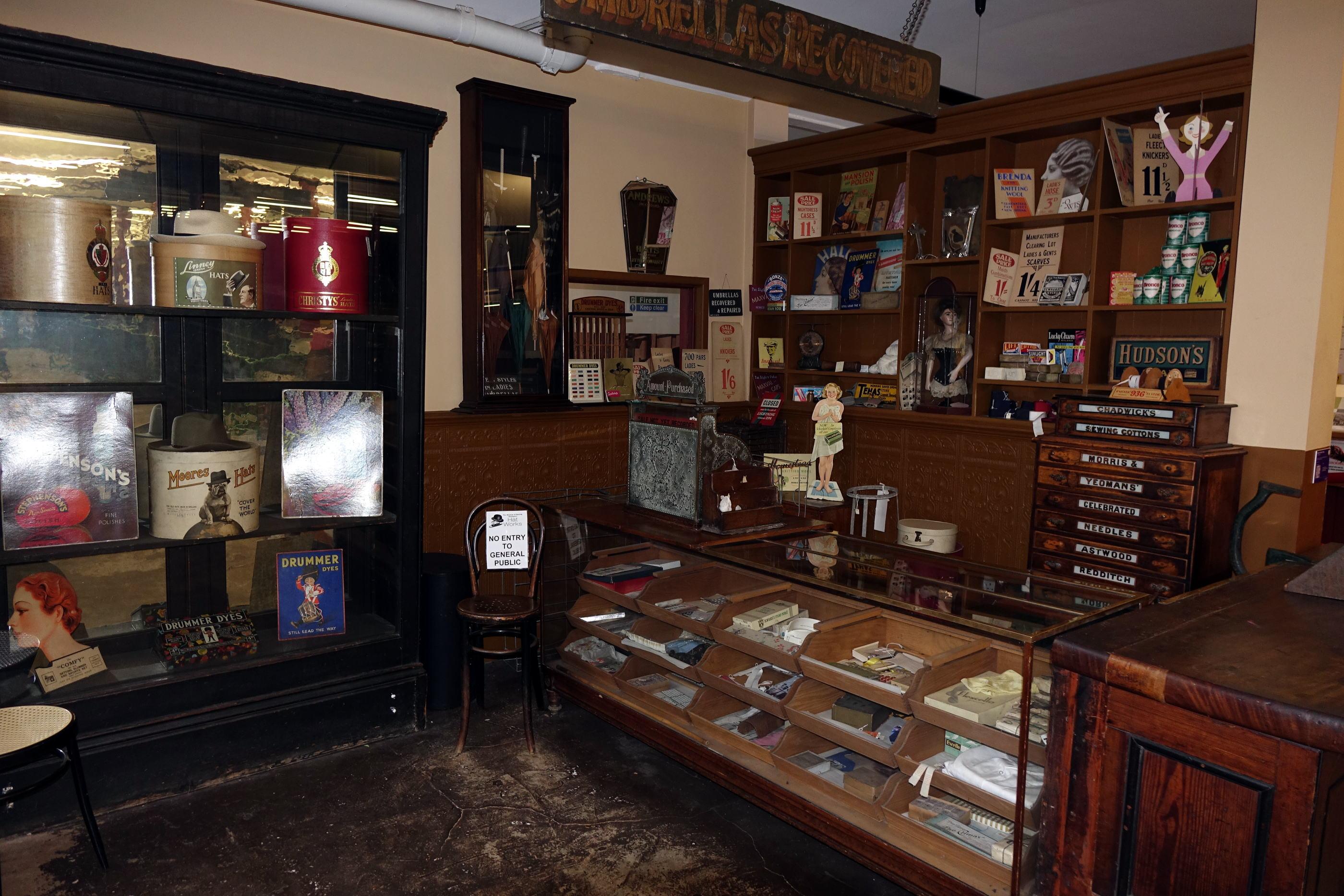 The shop 昔のお店風景