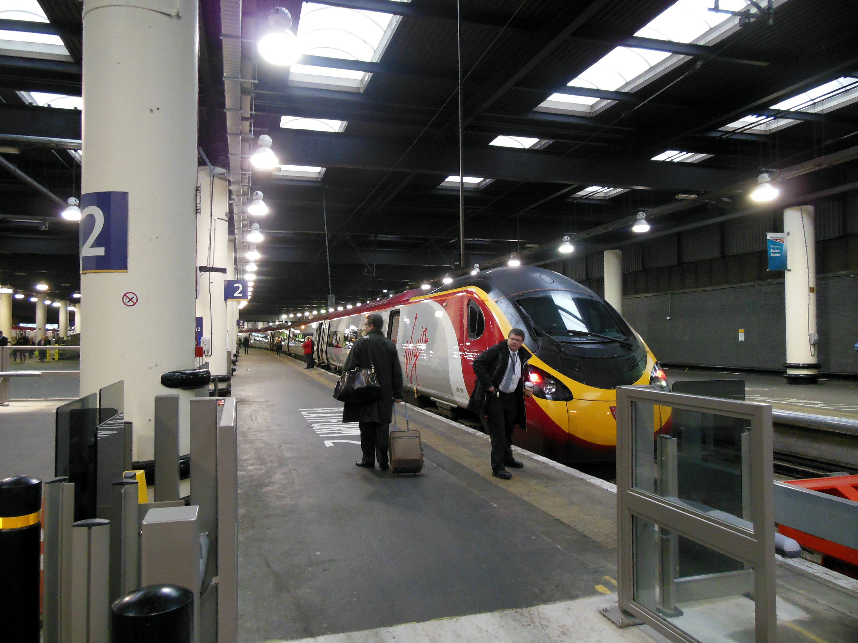 Virjin Train London Euston Staition
