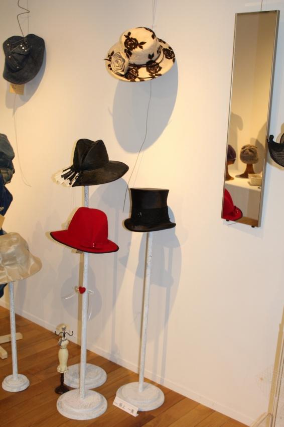 布製シルクハットやフェルト帽 木製の手作り帽子掛け